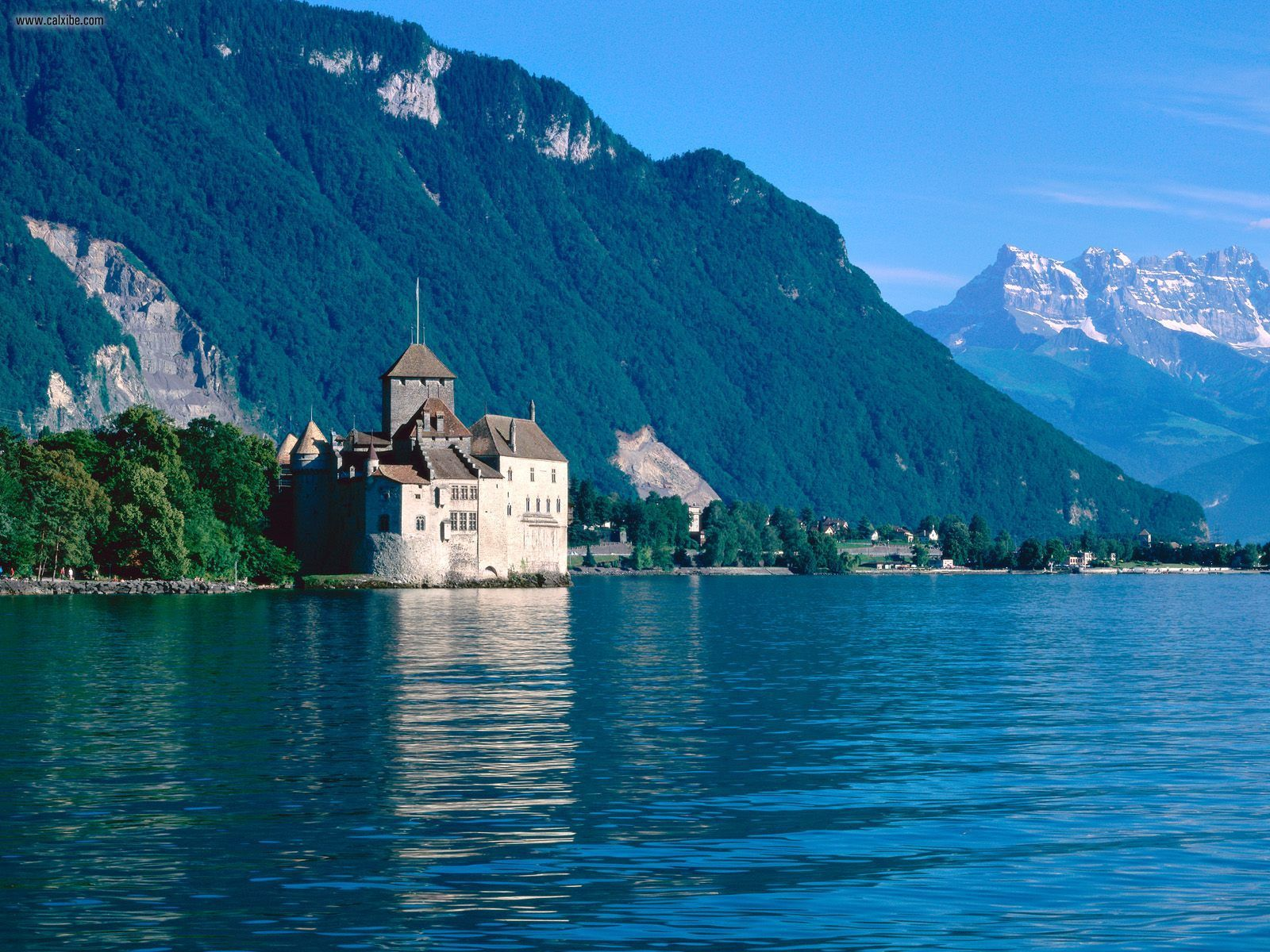 Chateau_de_Chillon_Lake_Geneva_Switzerland